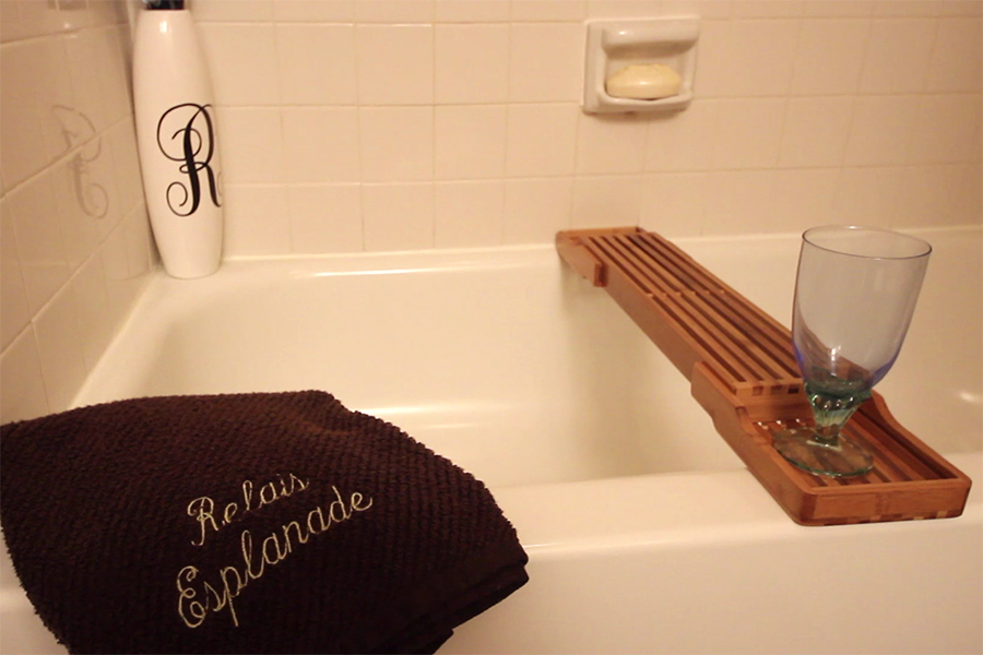 Relais Esplanade Bathroom with Tub