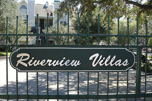 Riverview Villa Apartments Entrance Gate with sign