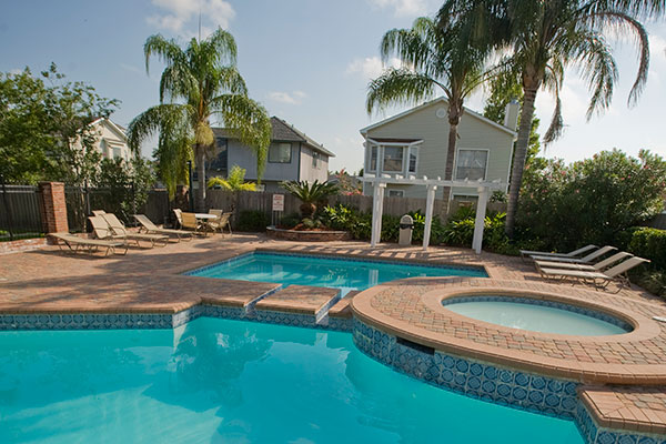 Shadowlake Villa Apartments Multiple pools with jacuzzi